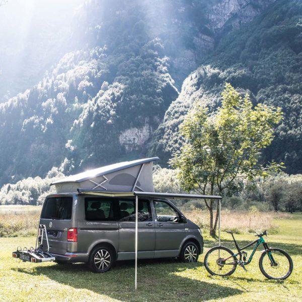 VW Camper Miete Schweiz, Sonnenschutz, Fahrradtraeger, Kloentalersee