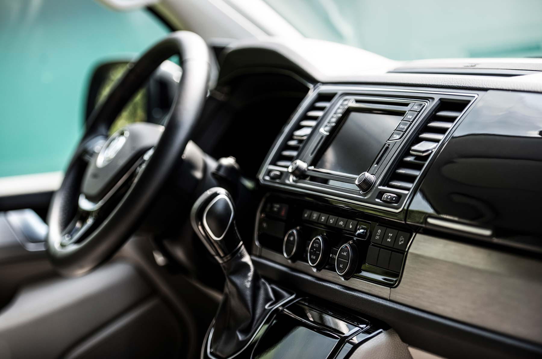 Camper-mieten-Schweiz-VW-T6-California-Cockpit