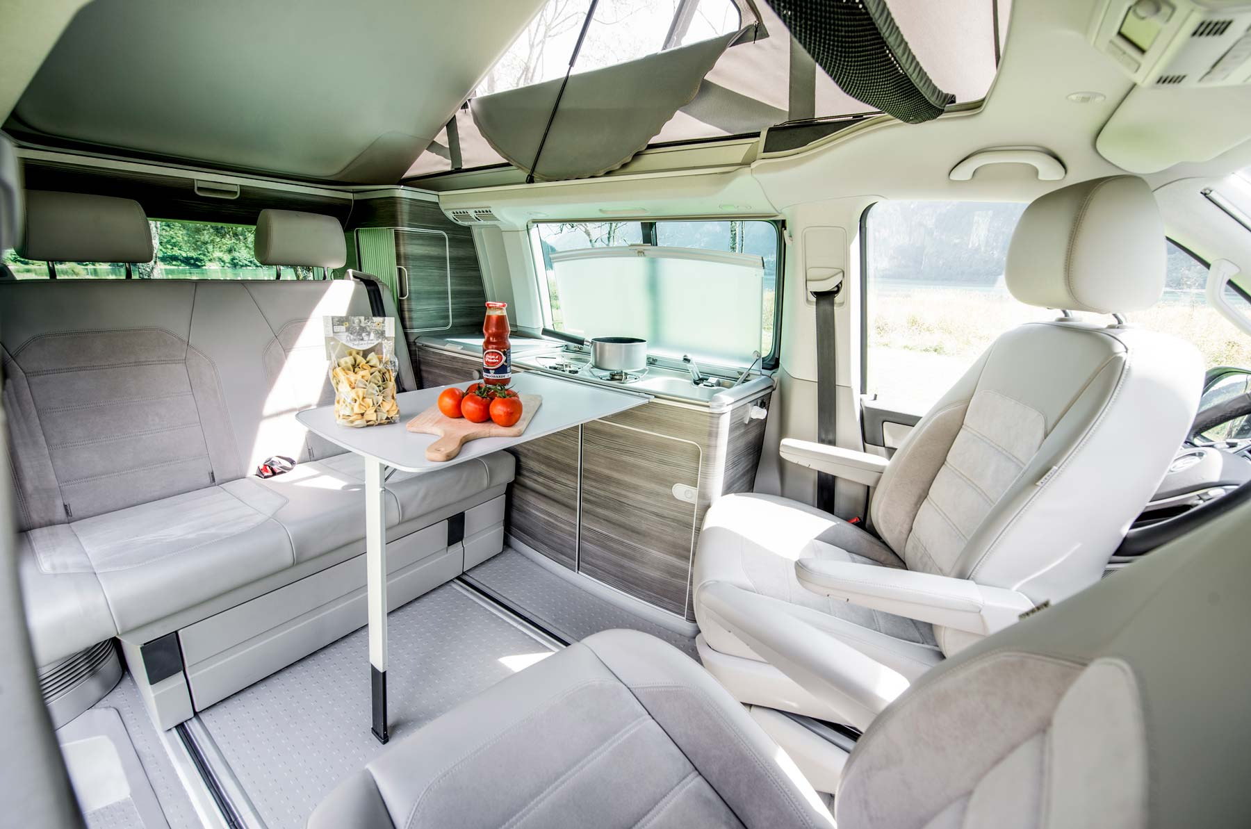 Camper mieten Schweiz, VW T6 California Ocean, Dach offen, Kochen, Sitzgelegenheiten