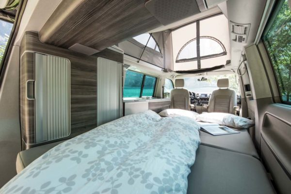 Camper mieten Schweiz, VW T6 California Ocean, Doppelbett, Dach offen, See