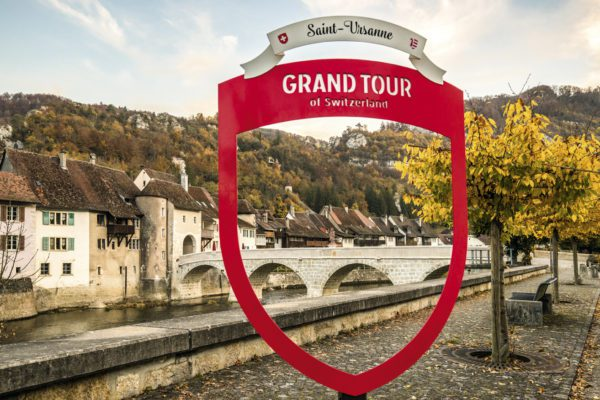 Grand Tour of Switzerland, Foto-Spot, Saint-Ursanne, Camper mieten Schweiz, Herbst