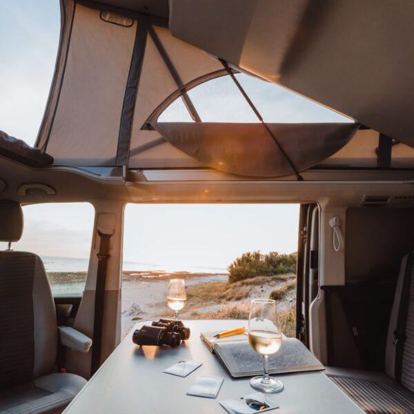 Camper mieten Schweiz, VW T6.1 California, Strand, Wohnraum