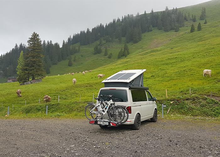 Camper im Gebirge