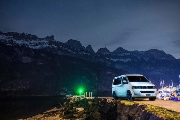 Citypeak Premium Camper bei Nacht